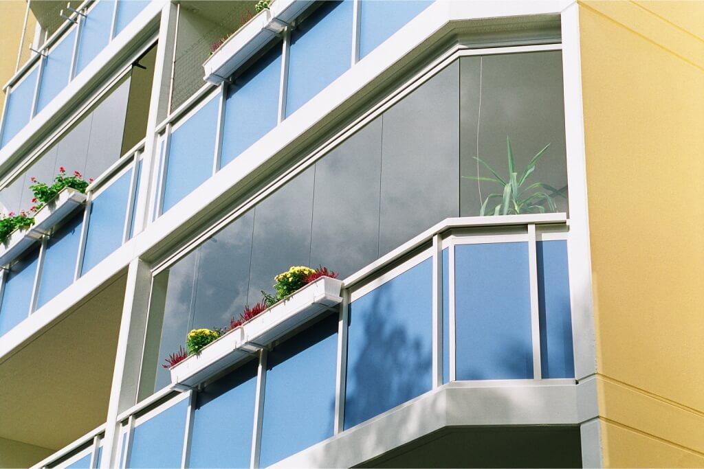 Balkonverglasung Sunflex 25