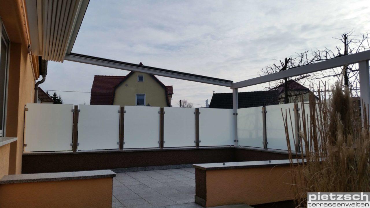 Terrassenüberdachung RIVERA P5000 mit Sichtschutz aus Glas und Edelstahl