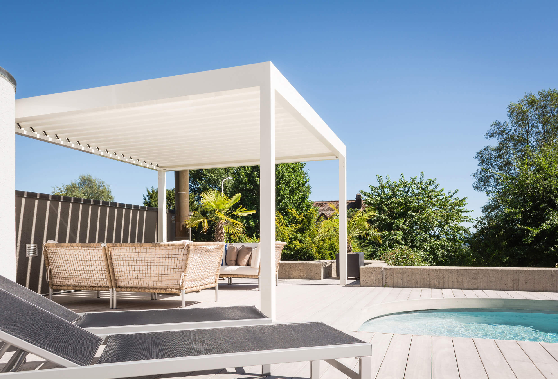 Der Terrassen- Pavillon, BAVONA, fügt sich perfekt in Ihren Garten ein. Sie erhalten Regenschutz, Windschutz und Sonnenschutz.