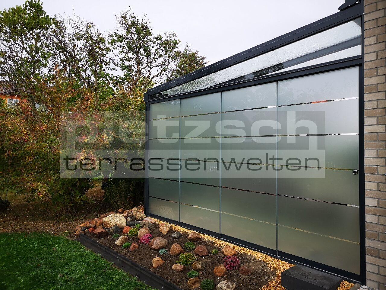hochwertige Terrassenüberdachung mit Schiebeverglasung