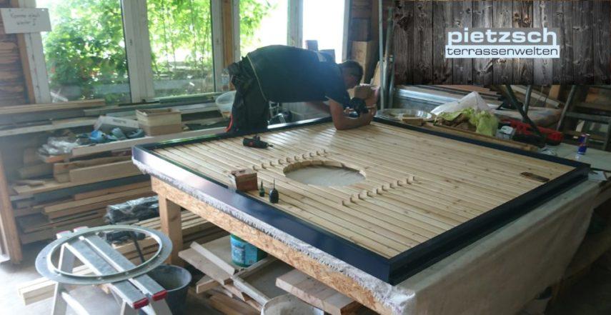 Zusammenbau Sichtschutzwand mit Holzfüllung