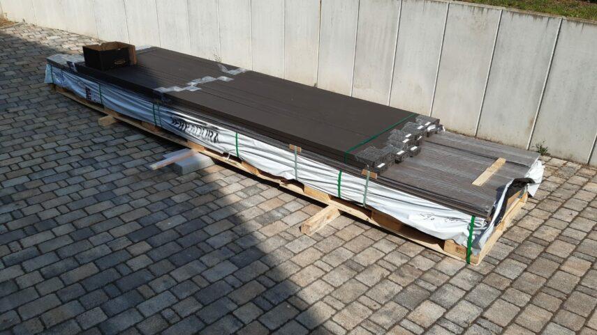 Anlieferung der WPC-Breitdielen mit WPC-Unterkonstruktion