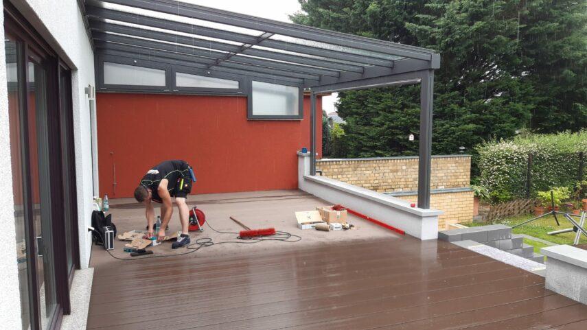 Fertigstellung der WPC-Terrasse aus Breitdielen